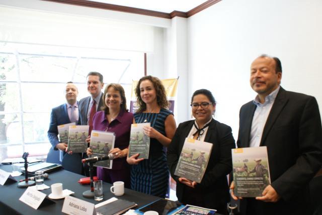 Juan Carlos Altamirano, Andrés Flores, Martha Delgado, Adriana Lobo, Katya Puga y Adrián Fernández.