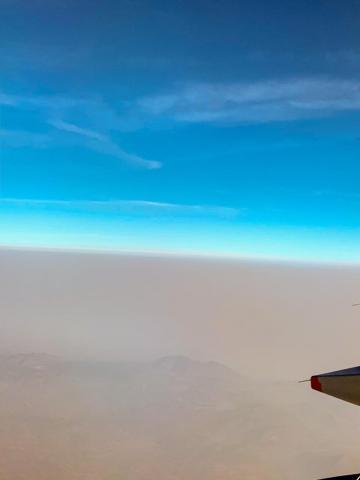 Fotografía tomada desde un avión durante la contingencia por incendios en la CDMX. Cortesía de Ricardo Garza Lau