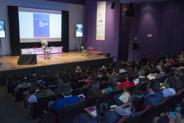 Sam Adams durante el Congreso Internacional de Ciudades y Transporte el año pasado.